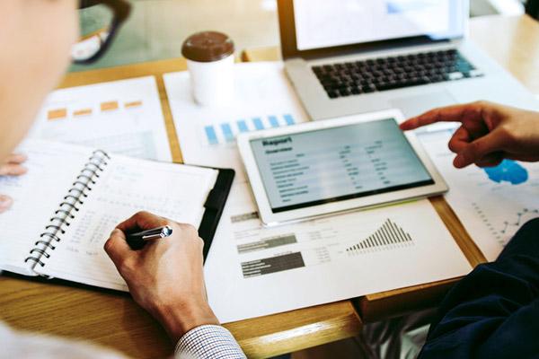 how can a financial advisor help me