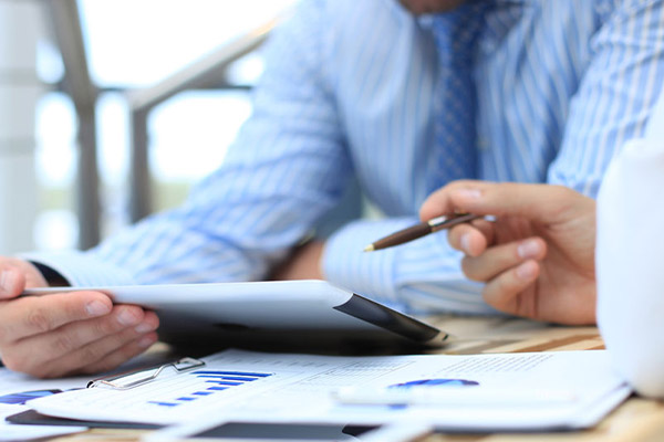 what do independent financial advisers do